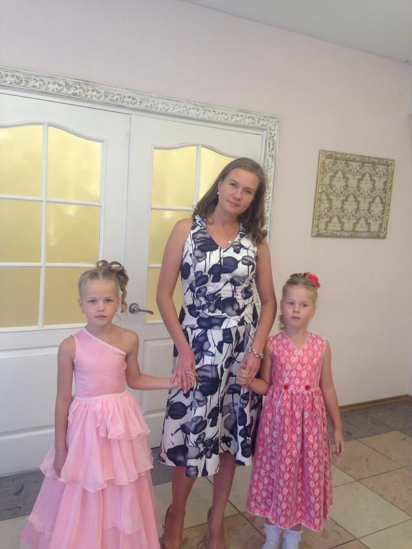 Нарядное платье длямладшей