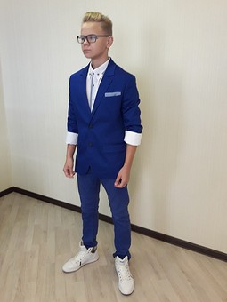 Работа с названием Синий пиджак