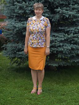 Работа с названием Горчичная блузка в цветочек