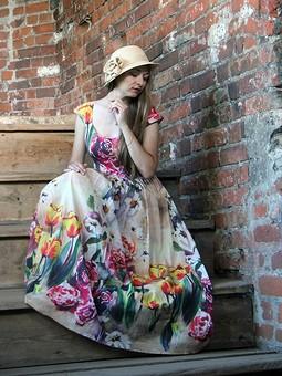 Работа с названием Платье с тюльпанами