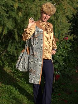 Работа с названием Жилет, блузка, брюки и сумка-мешок