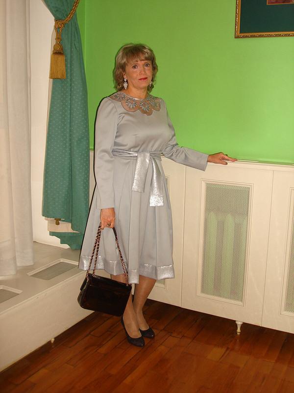 Платье саппликациями