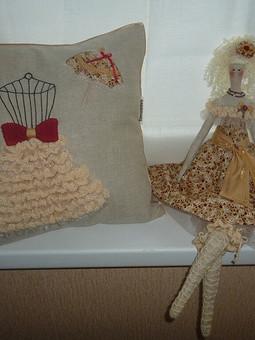 Работа с названием Комплект подушка с куклой