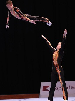 Работа с названием Костюмы для акробатики