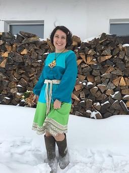 Работа с названием В Новый год в фольклорном платье