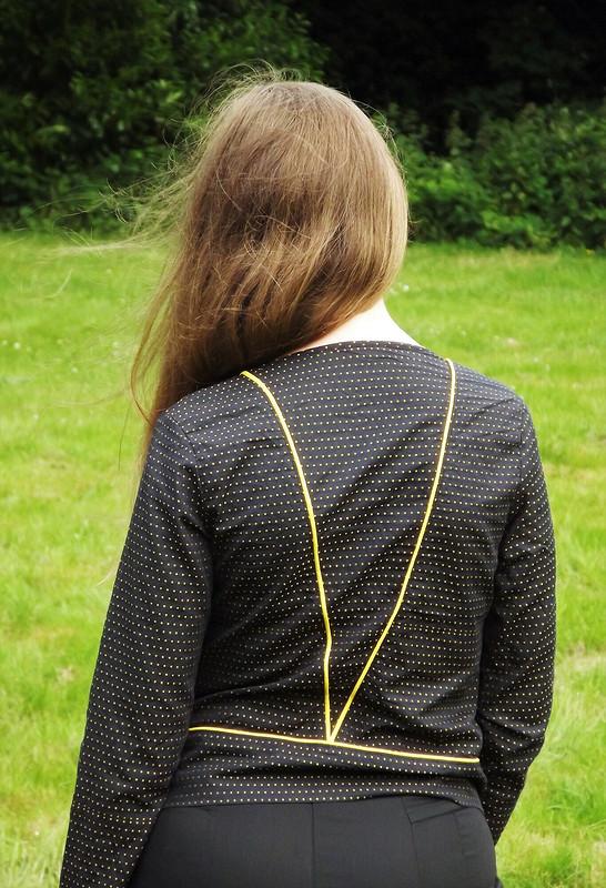 Блузка стреугольником