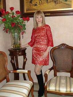Работа с названием Гипюровое платье