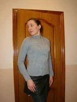 Работа с названием Пуловер с косами