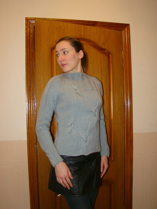 Пуловер скосами