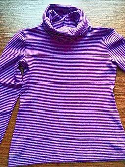 Работа с названием Полосатый пуловер