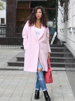 Работа с названием Розовое пальто