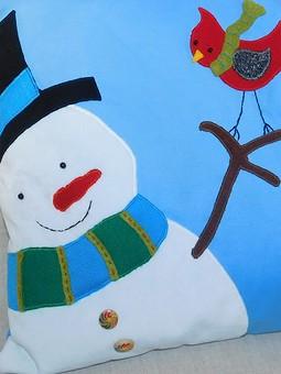 Работа с названием Подушка со снеговиком