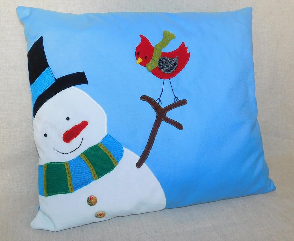 Подушка со снеговиком