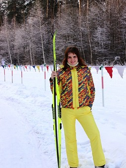 Работа с названием Женский лыжный костюм
