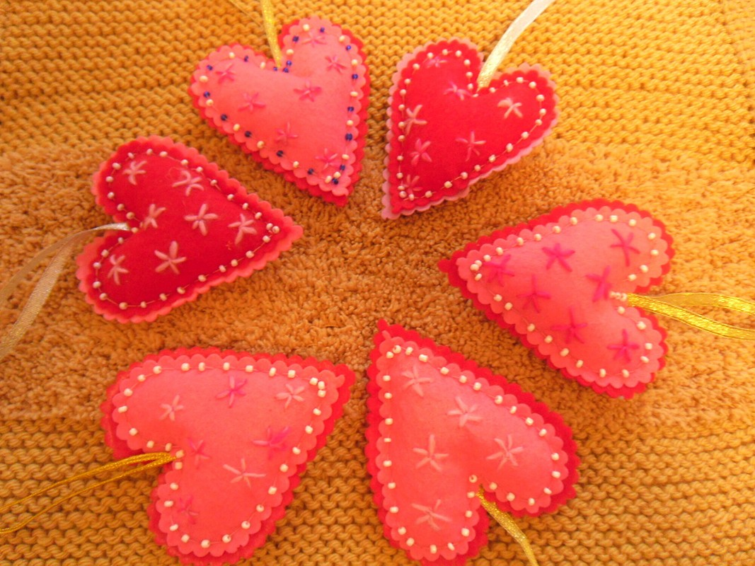 Подвески изфетра: сердечки извёздочки