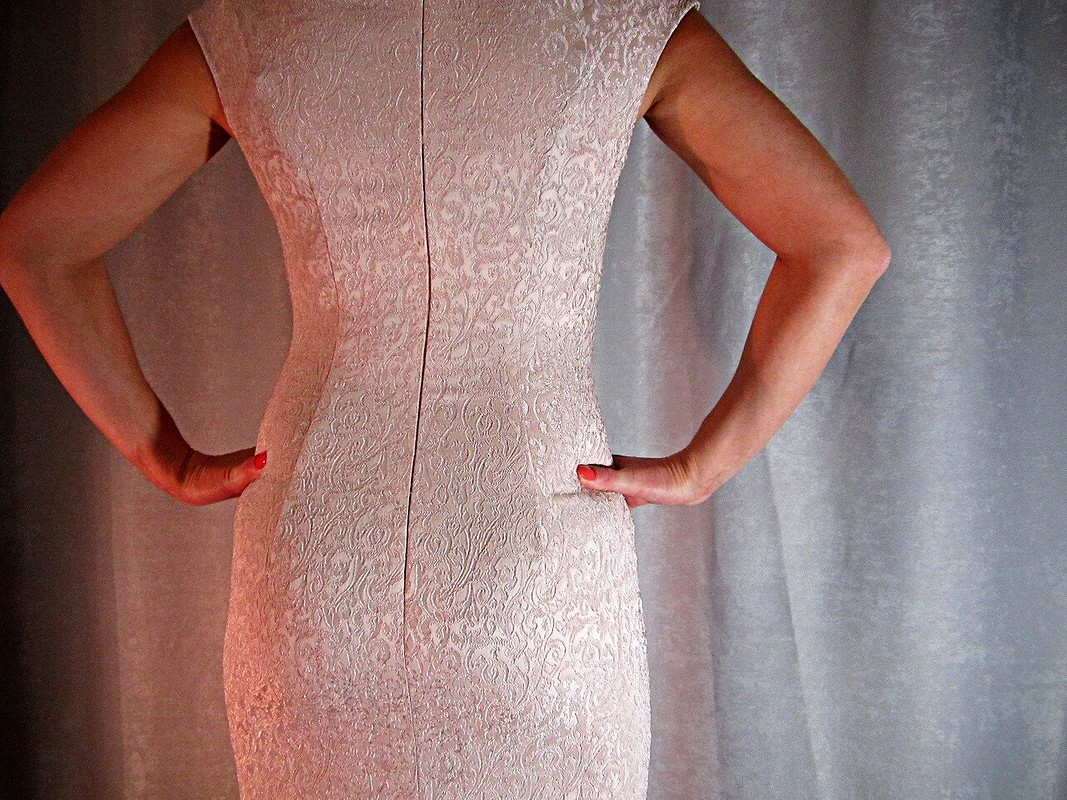 Платье изжаккардовой ткани наНовый год