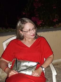 Работа с названием Еще недавно было лето... красное платье