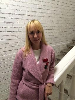 Работа с названием В розовом пальто