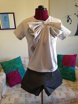 Работа с названием Блуза и шорты