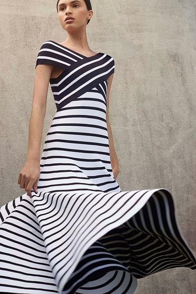 Гиацинтовая девушка: Коллекция Resort 2018 отCarolina Herrera
