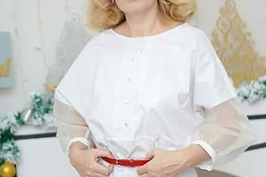 Белая блузка с рукавами из шелковой органзы