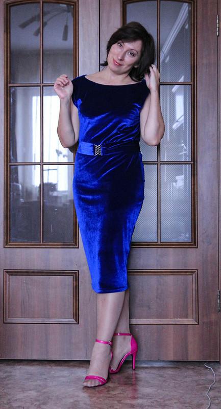 Платье скачелями наспине