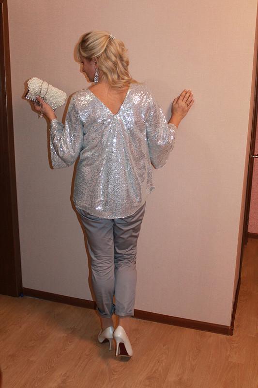 Блузка срасклешенными рукавами