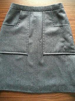 Работа с названием Шерстяная юбка с накладными карманами