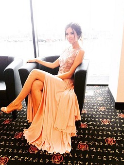 Работа с названием Нежное пудровое платье