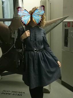 Работа с названием Платье в клетку
