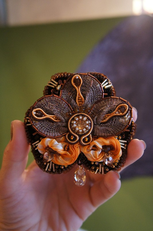 Брошь «Орхидея Незабудка»