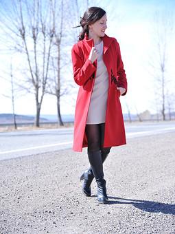 Работа с названием Надену валенки да красное пальто