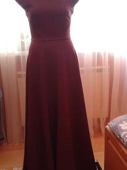 Работа с названием Платье цвета Марсала
