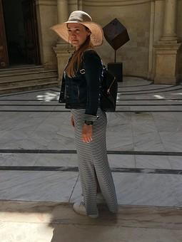 Работа с названием Платье, я и Крит