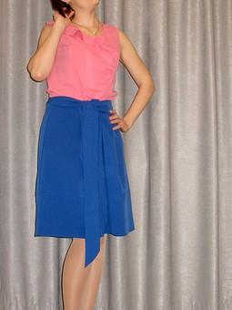 Работа с названием Электрически синяя юбка