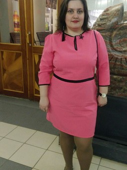 Работа с названием Розовое платье