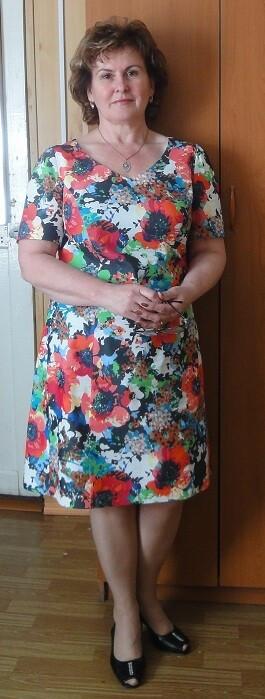 Платье скрасными цветами