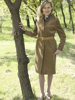 Работа с названием Пальто и блуза