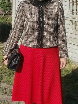 Работа с названием Жакет Шанель и юбка-колокол