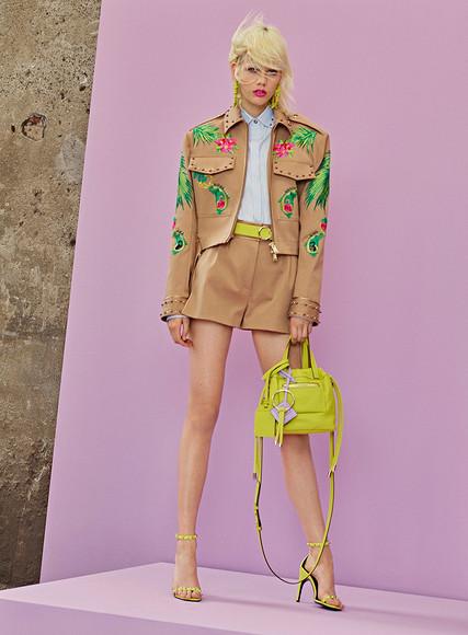 Жаркий Лос-Анджелес: круизная коллекция Versace 2018″ class=