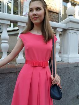 Работа с названием Выпускное платье