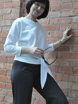 Работа с названием Белая, но не блузка