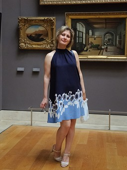 Работа с названием Парижское платье