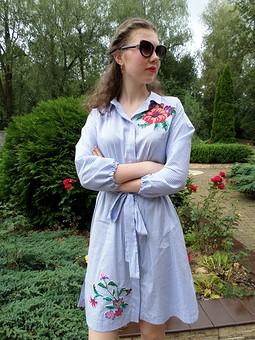 Работа с названием Платье-рубашка с вышивкой