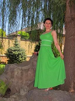Работа с названием Сарафан зеленый и тоже в русском стиле