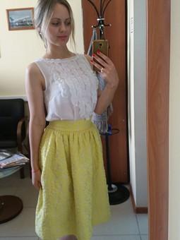 Работа с названием Топ с рюшами и солнечная юбка
