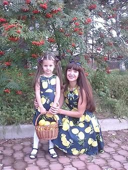 Работа с названием Платья с лимонами