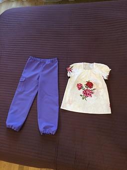 Работа с названием Брюки и блузка для девочки