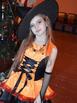 Работа с названием Маленькая ведьмочка