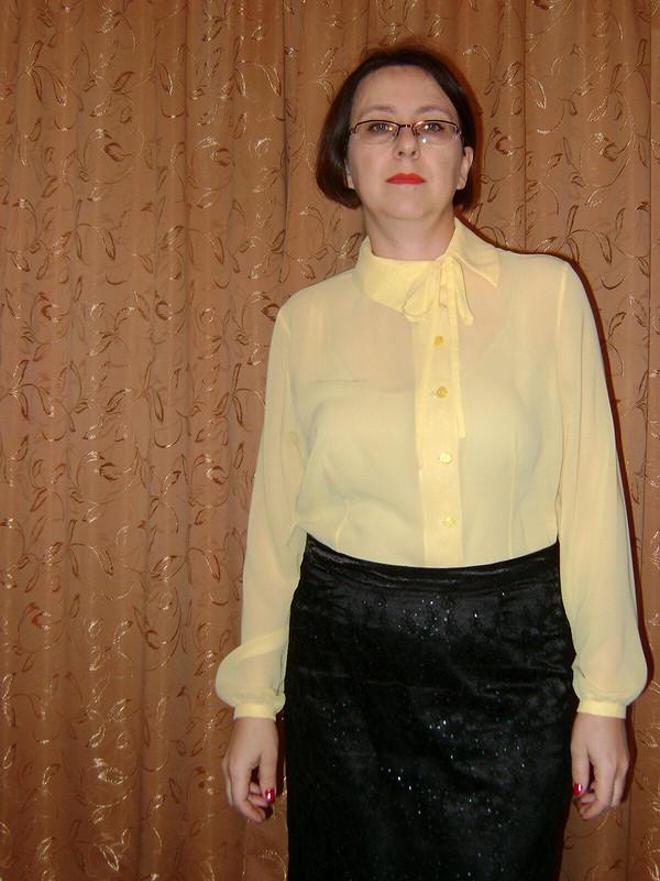 Блузка сассимметричным воротником от anyesa